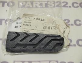 BMW G 650 K15  06 09  FOOTREST RUBBER REAR LEFT  46717708833 / 46 71 7 708 833
